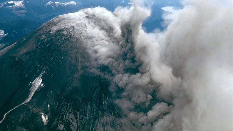 OutsideOnline Mount St. Helens eruption 1980 volcano erupts plane photograph unpublished The Oregonian Richard Bowen ash cloud blast radius mountain side start begin smoking pouring out
