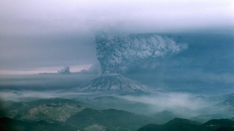 OutsideOnline Mount St. Helens eruption 1980 volcano erupts plane photograph unpublished The Oregonian Richard Bowen ash cloud blast radius wide shot massive debris