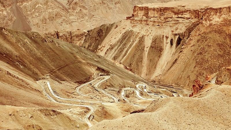 color image curves india kashmir ladakh landscape mountains photography roads snow switchbacks
